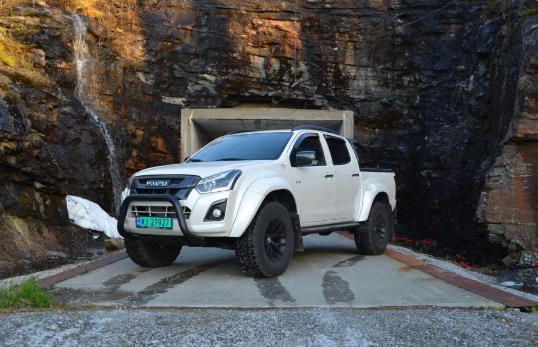 Isuzu artic truck